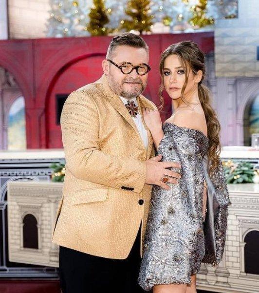 Известный телеведущий ухватил Юлию Барановскую за грудь