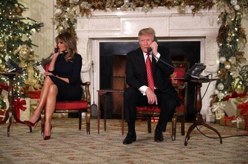 Мелания и Дональд Трамп поздравляют американцев: «Ты всё еще веришь в Санту?»