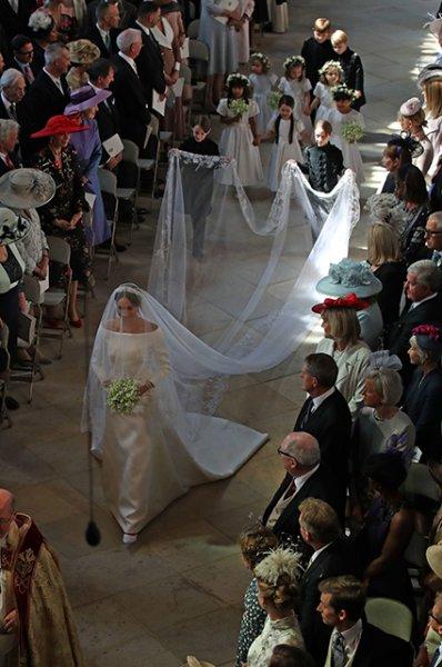 Анна Винтур оценила свадебное платье Меган Маркл