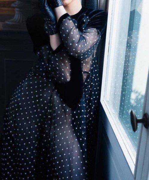 Прозрачное платье Валерии, в котором видно грудь, произвело фурор