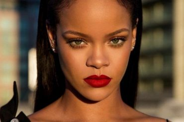 Rihanna is suing his own father