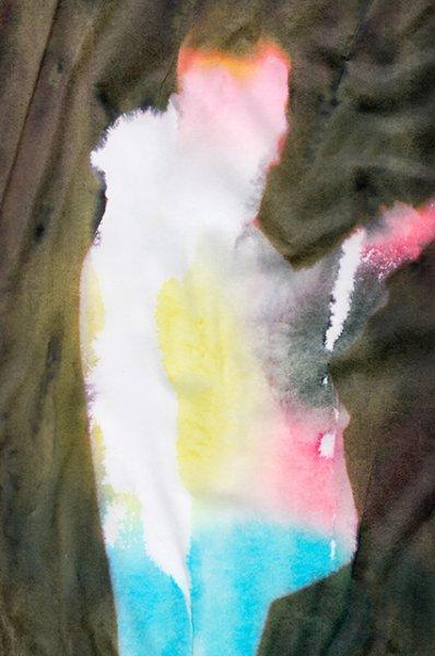 Модный дайджест: от Эзры Миллера в цветах до первой веганской Недели моды