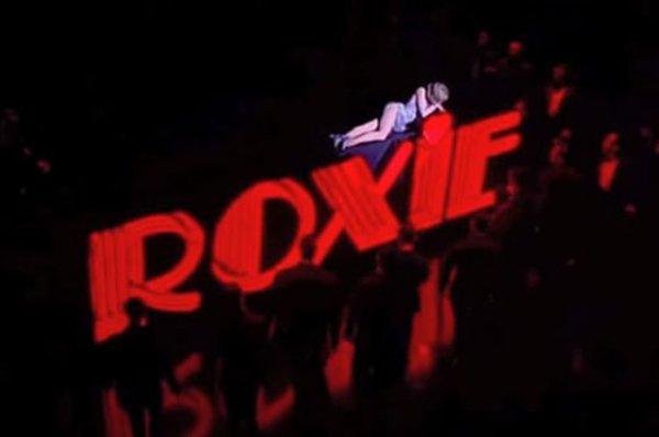 """Кайли Дженнер в образе Рокси Харт из фильма """"Чикаго"""" представила бьюти-коллекцию Valentine"""