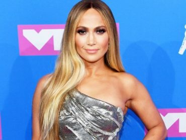 Jennifer Lopez showed wrinkles and figure in bathing suit in new photo shoot