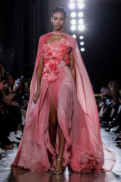 Неделя высокой моды в Париже: показы Viktor&Rolf и Elie Saab сезона весна/лето-2019
