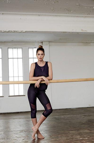 Модный дайджест: от танцев с Даутцен Крез до коллаборации с Алексеем Навальным
