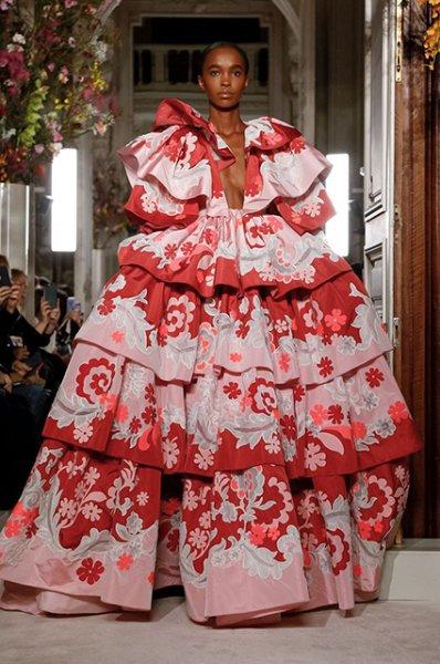 Неделя высокой моды в Париже: Наталья Водянова, Наоми Кэмпбелл и Кайя Гербер на показе Valentino