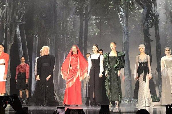 Светлана Ходченкова и Наталья Водянова приняли участие в показе Ульяны Сергеенко в Париже