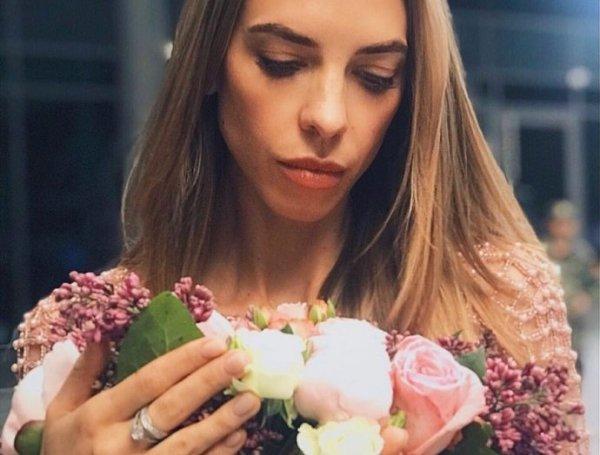 Надежда Сысоева забыла помыть голову перед эротической фотосессией