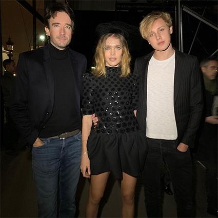 Наталья Водянова с Антуаном Арно и сыном Лукасом на показе Celine