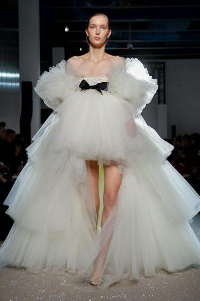 Неделя высокой моды в Париже: Кейт Бекинсейл, Елена Перминова и другие на показе Giambattista Valli