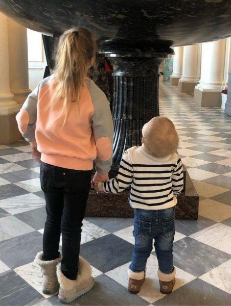 Ксения Собчак с Платоном сходили в музей с Константином Богомоловым и его дочкой