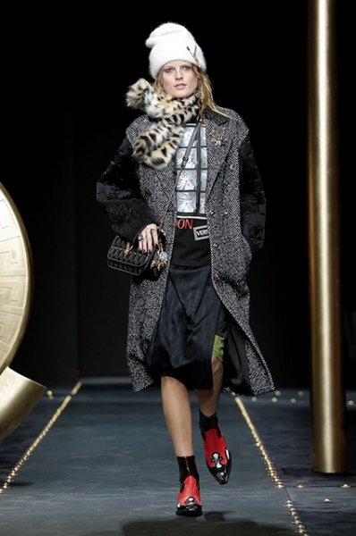 Неделя моды в Милане: Ирина Шейк, Кендалл Дженнер, сестры Хадид и другие на показе Versace осень-зима 2019/2020