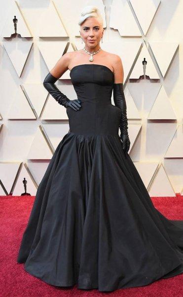 Леди Гага появилась на «Оскаре» в бриллиантовом колье за $40 миллионов