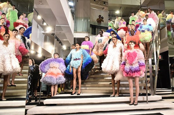 Неделя моды в Нью-Йорке: Белла Хадид и Эмили Ратажковски на показе Tomo Koizumi сезона осень/зима-2019/2020