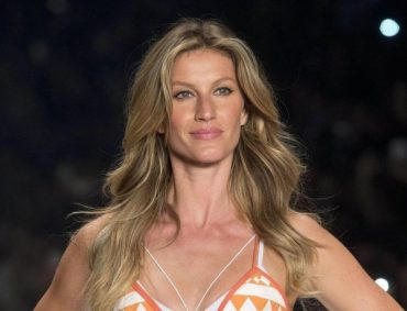 Gisele bündchen showed off a perfect figure during active rest