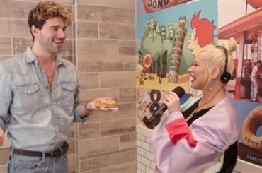 Next draw: Christina Aguilera sings about visitors at a donut shop
