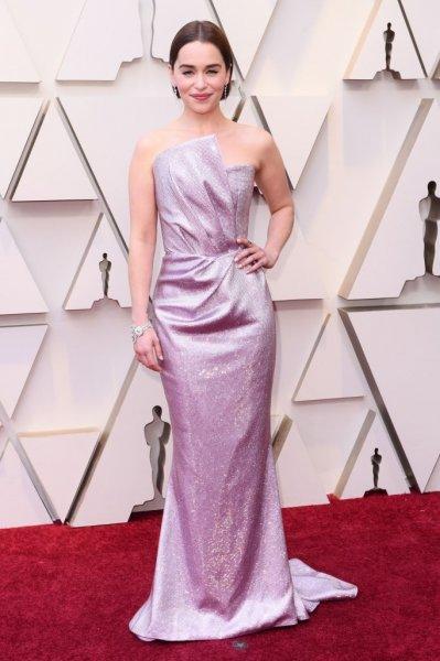 Эмилия Кларк в нежном платье на красной дорожке «Оскар-2019»
