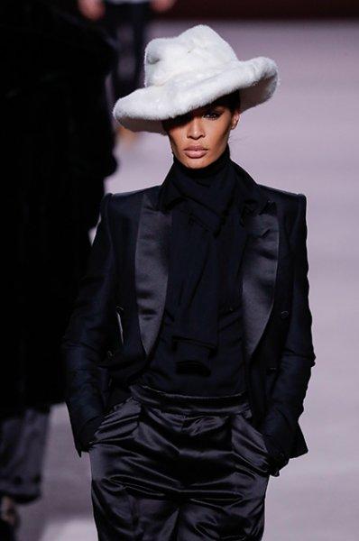 Неделя моды в Нью-Йорке: Джиджи Хадид, Карли Клосс и Кортни Лав на показе Tom Ford сезона осень/зима-2019/2020