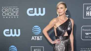 Charlize Theron has denied a relationship with brad pitt