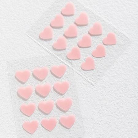 Патчи-сердечки от акне, чехлы для ароматов и другие бьюти-новинки недели