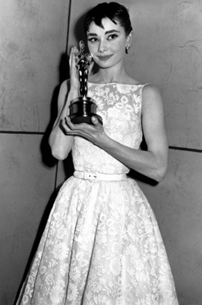 """Самые запоминающиеся бьюти-образы на """"Оскаре"""" всех времен"""