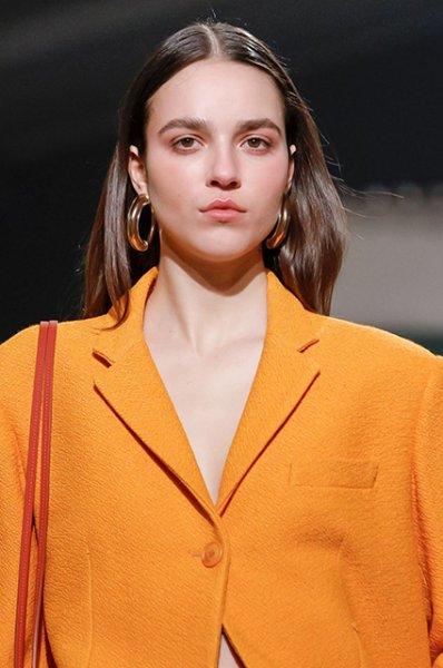 Неделя моды в Париже: Тина Кунаки на показе Jacquemus осень-зима 2019/2020