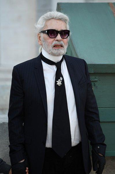Культовый модельер Карл Лагерфельд умер в возрасте 85 лет