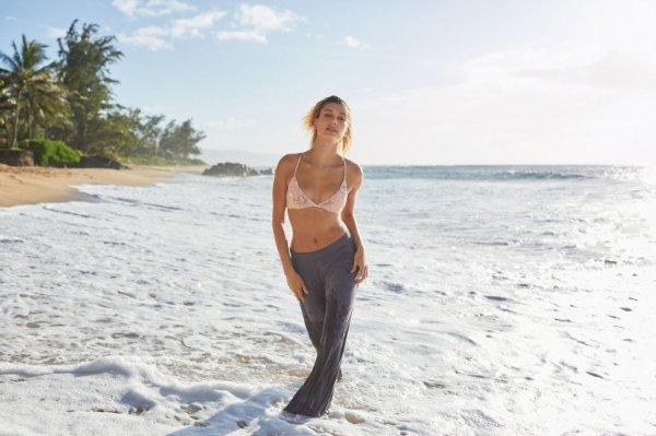 Супруга Джастина Бибера Хейли Болдуин снялась в пляжной фотосессии