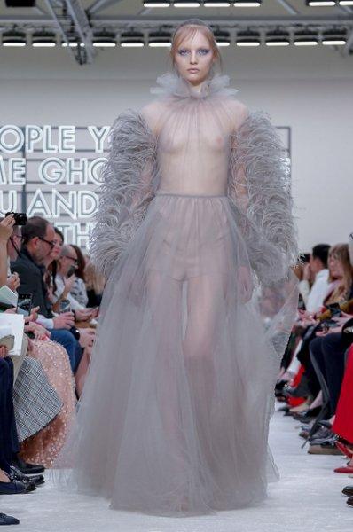 Неделя моды в Париже: Кайя Гербер, Наоми Кэмпбелл, Маша Федорова и другие на показе Valentino осень-зима 2019/2020