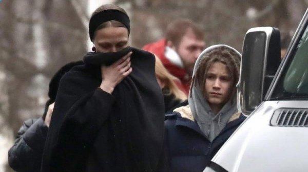 Вдова Децла и его отец обменялись взаимными обвинениями
