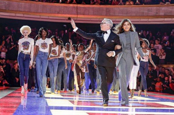 Неделя моды в Париже: Тина Кунаки, Джиджи Хадид, Льюис Хэмилтон и другие на показе Tommy Hilfiger