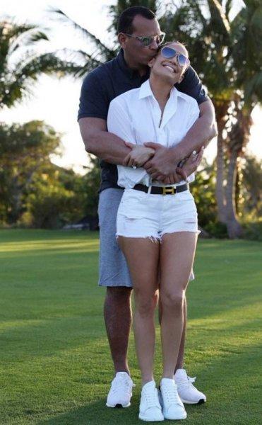 Дженнифер Лопес и Алекс Родригес устроили романтическое свидание на поле для гольфа