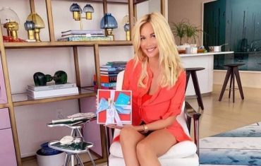 Victoria Lopyreva showed a family photo with mom and son