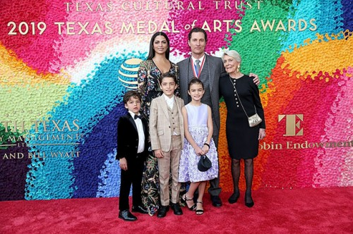 Мэттью Макконахи с семьей посетил церемонию Texas Medal Of Arts Awards