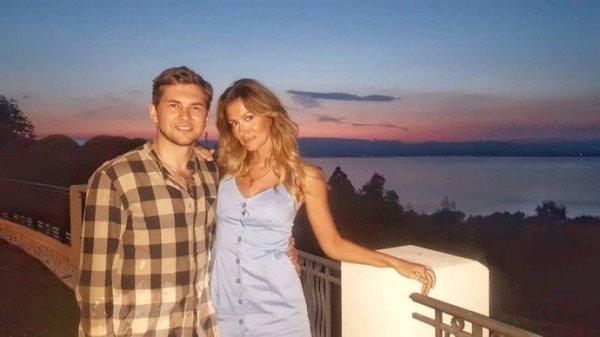 Леонид Руденко разместил фото своей девушки с большой грудью