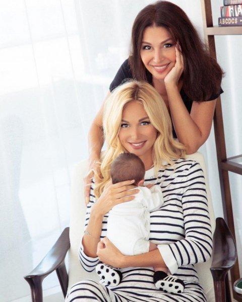 Виктория Лопырёва показала семейной фото с мамой и сыном