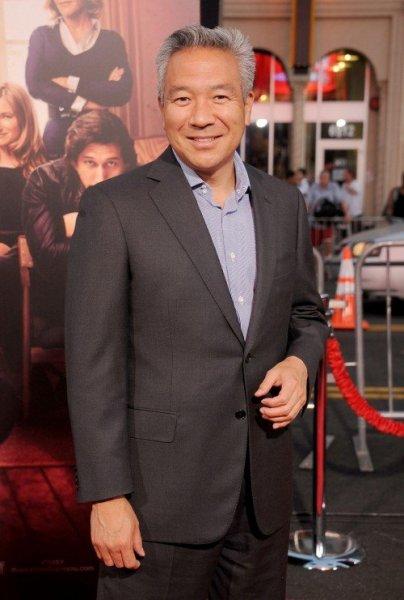Глава Warner Brothers ушел в отставку из-за интима с актрисой Шарлоттой Кирк