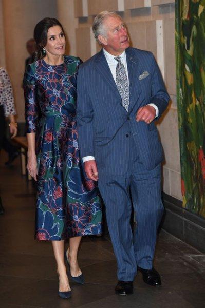 Королева Летиция и принц Чарльз на открытии выставки в Лондоне