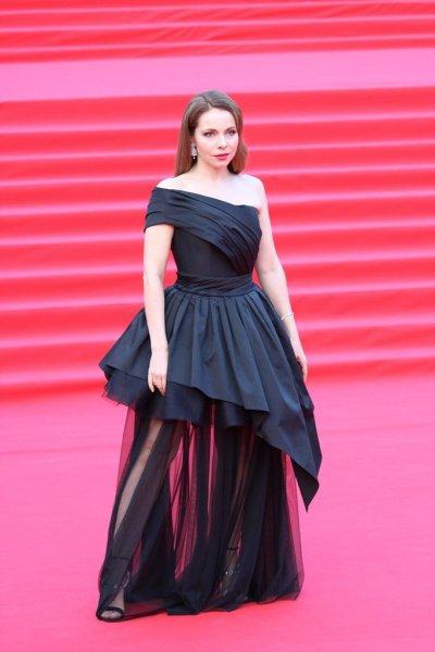 Екатерина Гусева в роскошном образе на закрытии «ММКФ-2019»