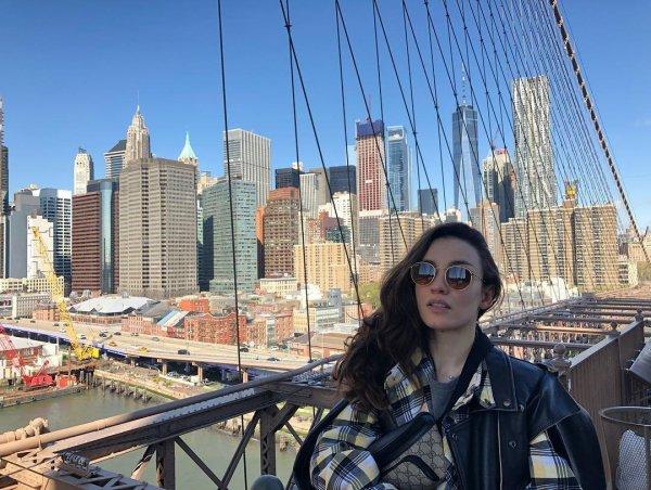 Виктория Дайнеко снялась обнаженной на фоне улицы в Нью-Йорке