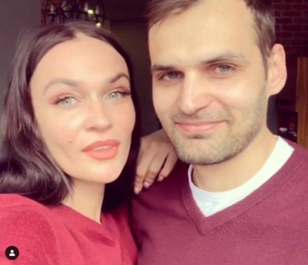 Алена Водонаева показала брата-красавчика, который пошёл в политику