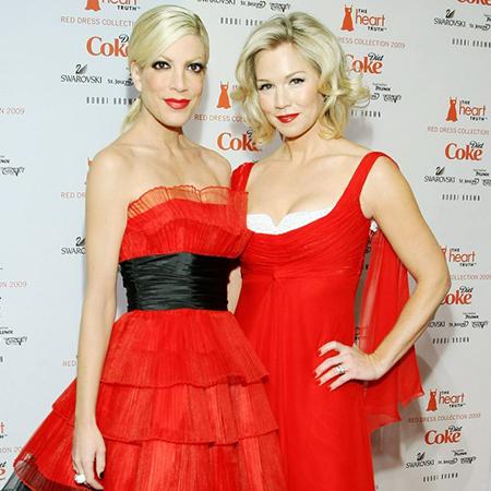 """Звезда """"Беверли-Хиллз 90210"""" Дженни Гарт ответила на обвинения в злоупотреблении пластикой"""