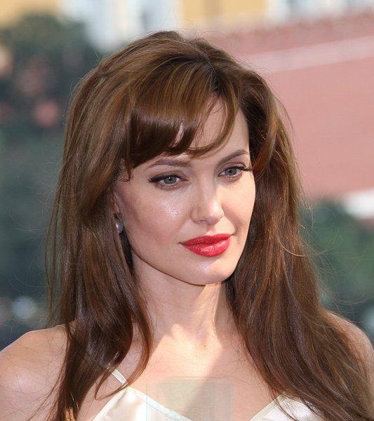 Анджелина Джоли официально сменила фамилию