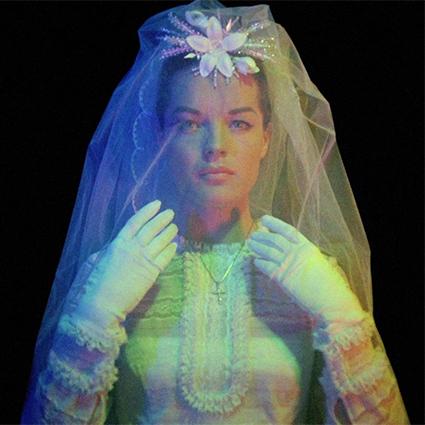 Модный дайджест: от Регины Тодоренко в рекламе купальников до шляп из человеческих волос