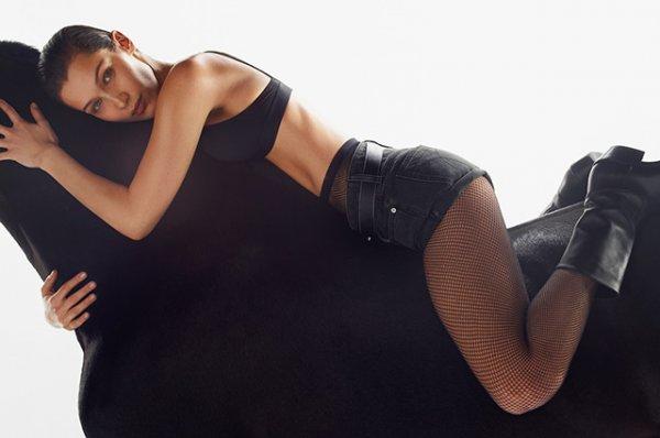 В позе наездницы: Белла Хадид позирует в новой кампании Calvin Klein