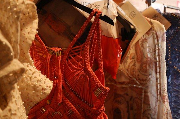 Французское правительство запретит модным домам сжигать нераспроданную одежду