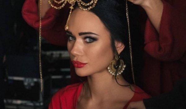 Актриса Яна Кошкина засветила обручальное колечко