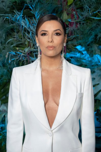 Ева Лонгория, Эльза Хоск, Наталья Османн на показе Alberta Ferretti Cruise 2020