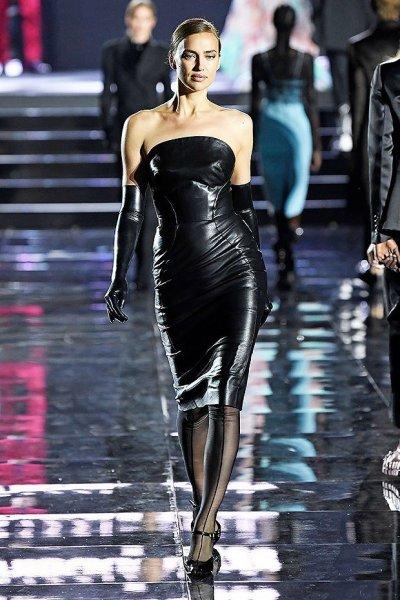 Ирина Шейк впервые появилась на подиуме после разрыва с Брэдли Купером